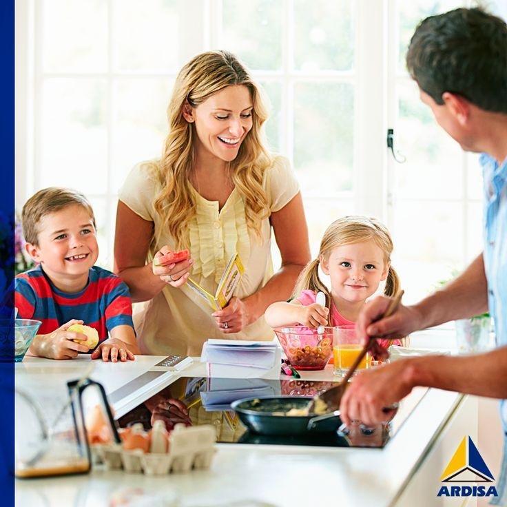 Estamos cocinando trocitos comestibles de amor ¡En familia! Con los diseños prácticos y cargados de estilo de las #cocinas #Mobilex