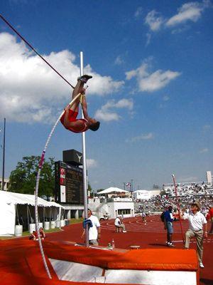 Saut à la perche un bond vers le ciel - http://www.thelatinroots.com/saut-la-perche-un-bond-vers-le-ciel/  Saut à la perche un sport exceptionnel Le saut à la perche un sport qui prend de la hauteur, est une discipline qui fait partie des épreuves de l'athlétisme et principalement de la section saut, le but est dès plus simple, du moins sur le papier, car en réalité, il convient de prendre un certain...