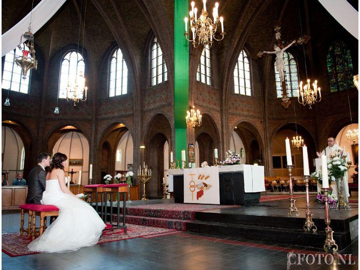 www.cfoto.nl, Caroline Elenbaas Fotografie,  bruidsfoto, bruidsfotografie, trouwen, huwelijk, bruidsfoto's, kerk, kerkelijk huwelijk