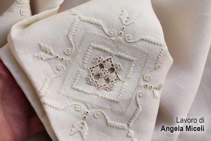 my mother's embroidery ricamo a Punto Antico fatto da mia madre
