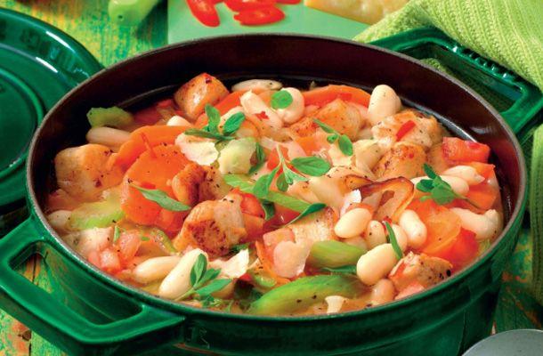 Mange kender Kålsuppe-kuren, hvor man spiser suppe i syv dage. Men nu er der kommet en afløser for den populære og simple suppekur, der sætter ekstra fut i vægttabet på færre dage. Med Turbo-suppekuren kan du forvente at tabe op til 4 kilo på bare 5 dage.