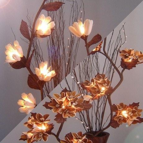 こんな可愛いランプがお部屋の隅にあったらうれしいな♡(Flower Rights / MONOCO.jp)