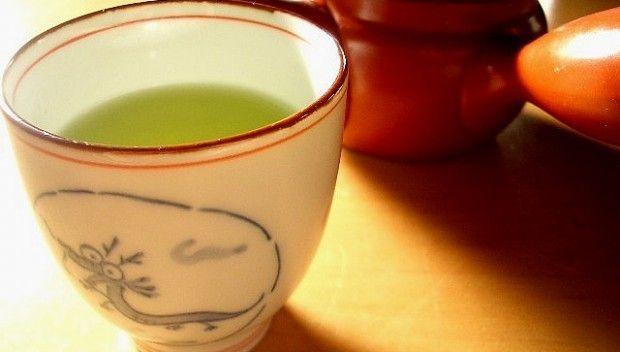 Zielona herbata a odchudzanie. Kliknij w zdjęcie, aby zobaczyć, czy rzeczywiście pomaga!