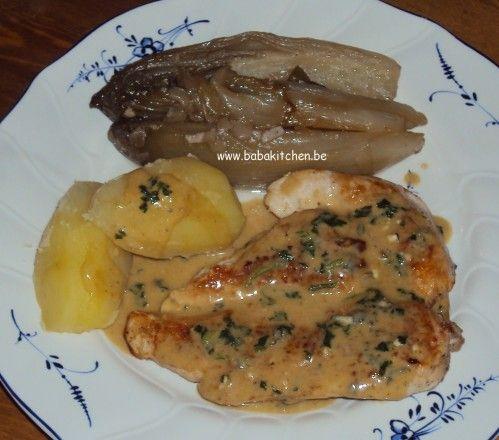 poulet au roquefort, chicons braisés