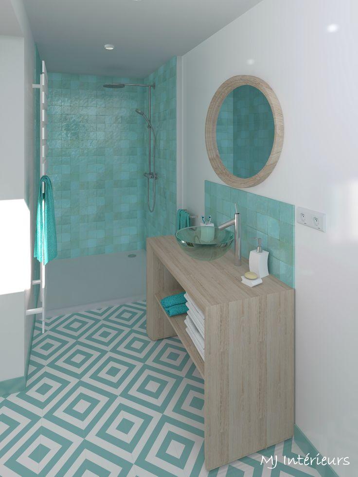 Rénovation d'une maison en bord de mer (Saint-Georges de Didonne) // La salle d'eau de la master bedroom : carreaux de ciment motif géométrique et zelliges vert d'eau (Ateliers Zelij) - meuble et vasque Decotec