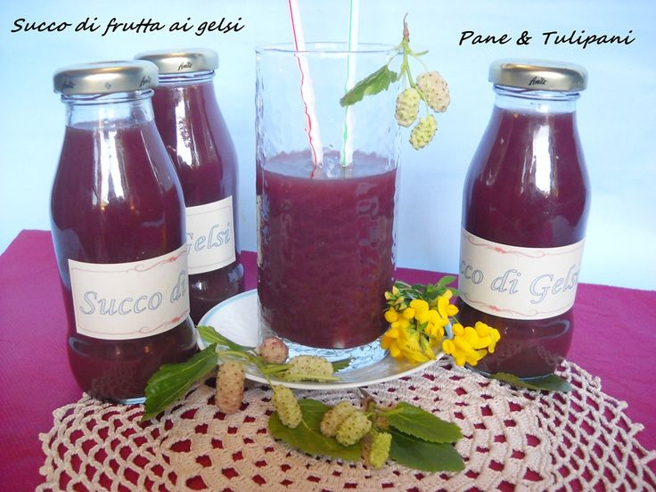 Succo di frutta ai gelsi, preparato seguendo le indicazioni di una amica perchè mi piace conservare ciò che raccolgo ... e in questo periodo i gelsi abbondano.