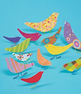 Des atelier printaniers : fabriquer des oiseaux et des papillons avec du papier.
