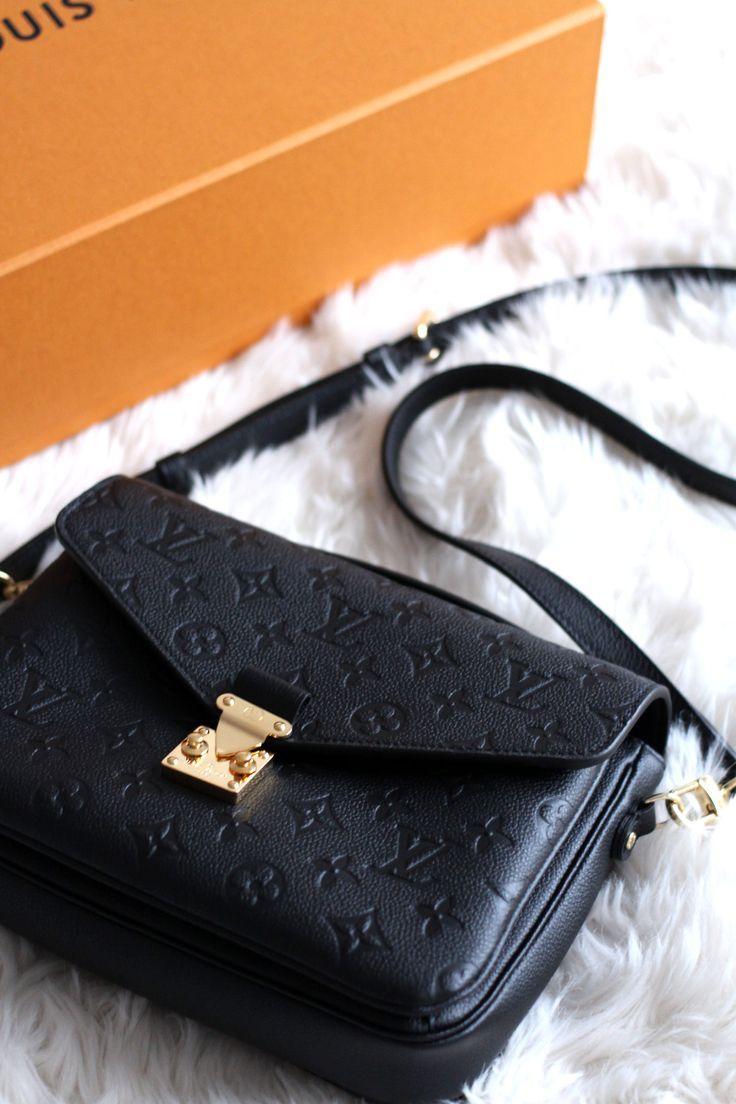 Die Louis Vuitton Clutch Metis aus schwarzem Monogram-Imprint