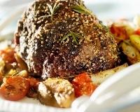 Rôti de boeuf et gratin de légumes _ http://www.cuisineaz.com/recettes/roti-de-boeuf-et-gratin-de-legumes-37240.aspx