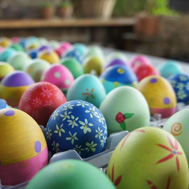 The making of Easter eggs  at Relais Borgo Santo Pietro in Tuscany #relaisborgosantopietro #easter #tuscany #toscana #boutiquehotel #eastereggs #inspiration #luxurytravel #travel#traveling#instatravel #travelgram#instahotel#likeit#travelpic #pillowandpepper