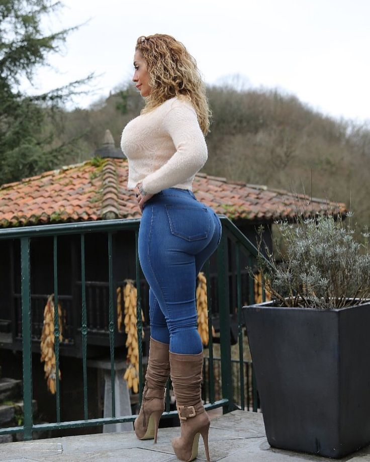 "53.5k Likes, 1,250 Comments - VIctoria Lomba Official (@victorialomba) on Instagram: ""Do you like my new jeans?. Yes or nah  @fashionnova #NovaBabe #jeans #curves"""