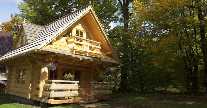 Drevená chatka s rozlohou 27 m² prekvapuje svojim tradičným vzhľadom. Za jej dverami sa ukrýva čarovný priestor! Chata Klimkówka, Zakopane, Poľsko