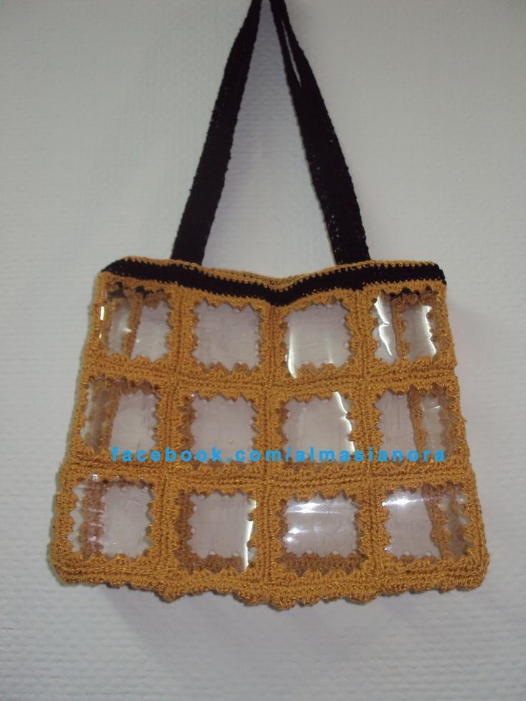 Crochet. Bolso reciclado hecho con botellas de gaseosa y crochet.pap en  www.tejenora.es.tl