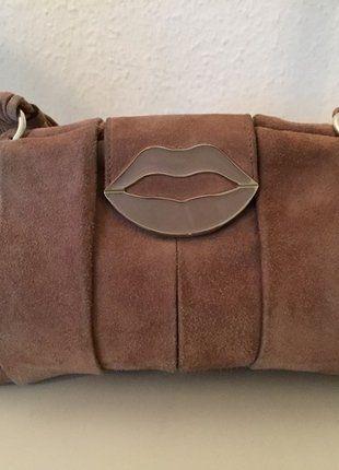 Kaufe meinen Artikel bei #Kleiderkreisel http://www.kleiderkreisel.de/damentaschen/handtaschen/145773416-yves-saint-laurent-tasche-beige-braun-wildleder-ysl-dali-lips-bag-brown-tom-ford