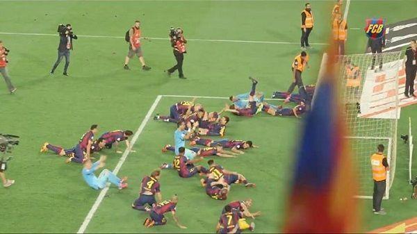 Zbiorowe nurkowanie piłkarzy FC Barcelony w polu karnym • Lionel Messi i spółka zrobili to jak Cristiano Ronaldo • Zobacz zdjęcie >> #barca #fcbarcelona #barcelona #football #soccer #sports #pilkanozna #funny