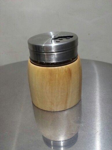 SchiebetUren Holz Mit Glaseinsatz ~ Kleiner Gewürzstreuer mit Glaseinsatz Holz ist von einem