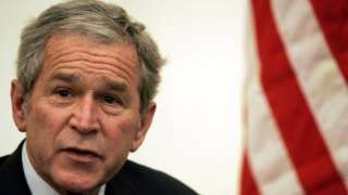 Image copyright                  Getty Images                  Image caption                                      El expresidente George W. Bush nunca apoyó al candidato republicano Donald Trump.                                Ni uno ni el otro.  El expresidente de Estados Unidos, George W.Bush, quien es miembro del partido Republicano, no votó por el candidat