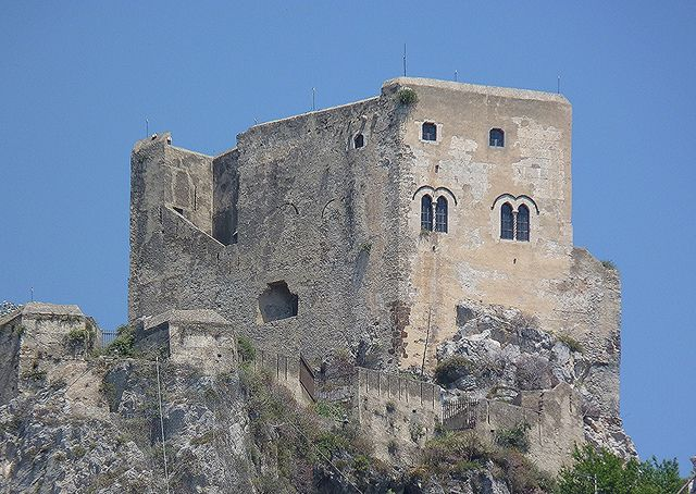 Scaletta Zanclea (Me) - Il Castello con le sue finestre bifore