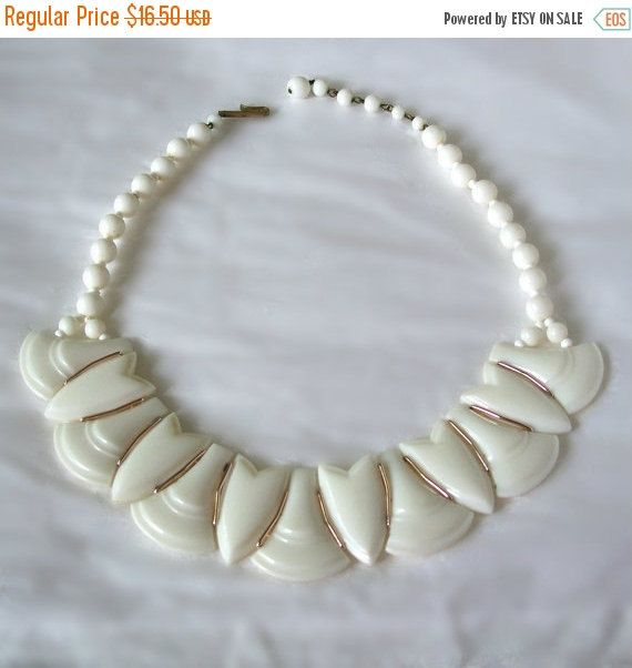 Vintage Necklace Creamy White and Gold tone by MargsMostlyVintage