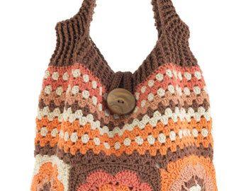 Bolso de bandolera lleno de color en crochet. Patrón de flores