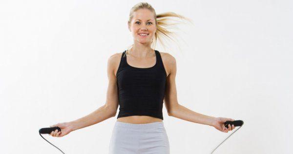 Pour maigrir des cuisses, il est important d'adopter une alimentation équilibrée… mais pas que. Plusieurs sports pour maigrir vous aideront à mincir et à affiner vos cuisses vite. Alors si vous souhaitez mincir des cuisses rapidement, découvrez les cinq sports à privilégier : la course à pied, la natation, le flamenco, le Pilates et la corde à sauter !