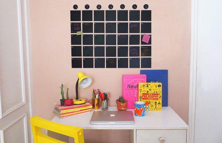 Precisando de uma maneira mais eficiente para organizar os compromissos do mês? A gente te ensina a fazer um calendário de parede!   O ...