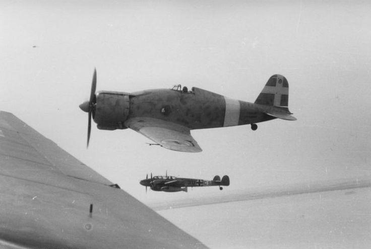 Bundesarchiv Bild 101I-425-0338-16A, Flugzeuge Fiat G.50 und Messerschmitt Me 110 - Fiat G.50