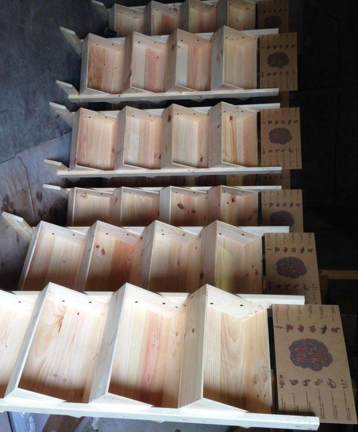 Personnalisation en impression numérique couleur sur présentoirs bois par www.mabouteille.fr