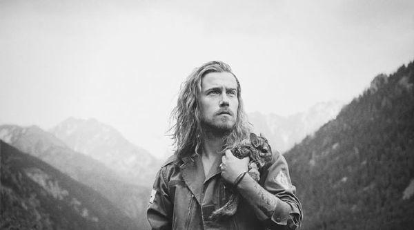 Après le succès de l'album, LØVE, Julien Doré prépare son retour et on doit vous avouer que nous sommes curieux de voir ce qu'il va proposer. L'artiste est doué, il sait nous embarquer dans son univers et surtout il arrive toujours à surprendre, à séduire,...