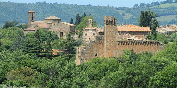 Sovana antico borgo medievale nella Maremma Toscana