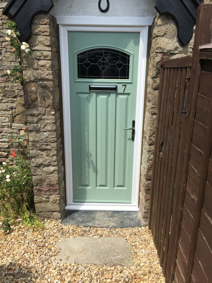 Lovely traditional composite door I'm chartwell green