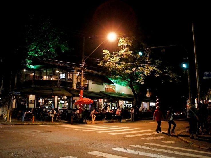 bares-na-vila-madalena-com-pouco-movimento-durante-o-final-de-avenida-brasil-muitos-estabelecimentos-transmitiram-o-ultimo-episodio-da-novel...