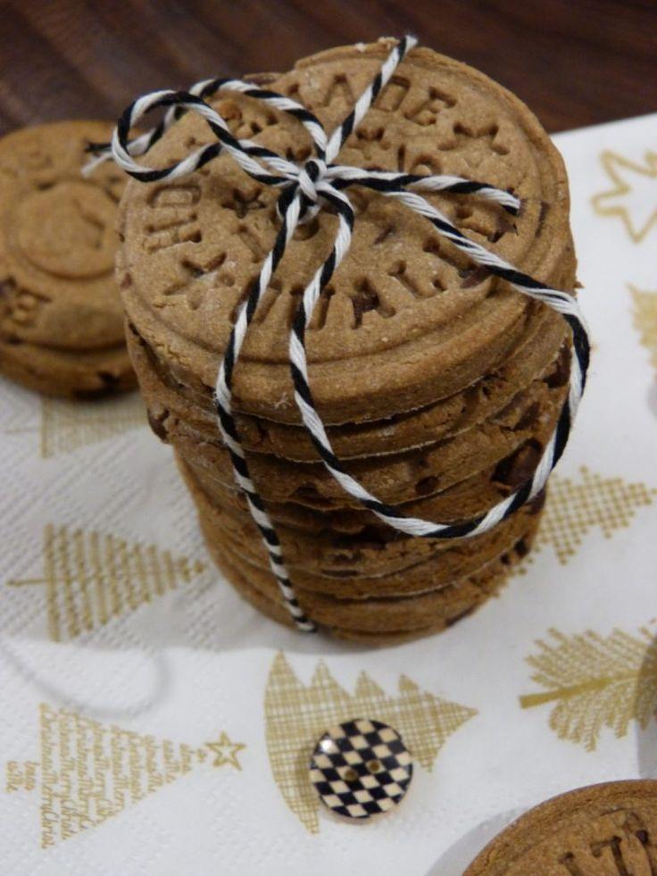 Petits sablés à la farine de châtaigne & pépites de chocolat (GF) :http://www.unpetitoiseaudanslacuisine.com/petits-sables-a-farine-de-chataigne-pepites-de-chocolat-gf/