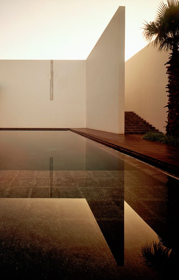 Elegant minimal architecture projects to help you get inspired.