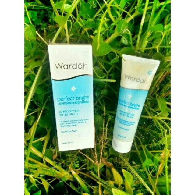 Saya menjual Wardah perfect bright lightening moisturizer seharga Rp27.900. Ayo beli di Shopee! https://shopee.co.id/cosmetic_hq/146383419
