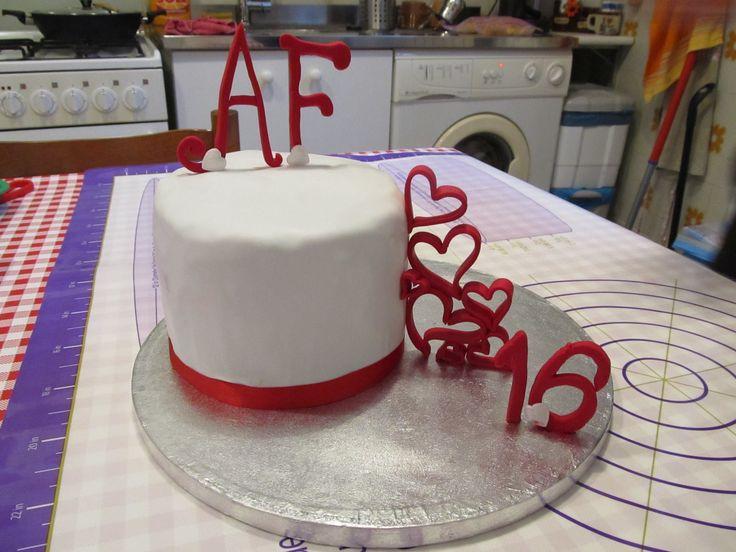 #Cakedesign e pasta di zucchero: #torta per l'#anniversario con il mio #topo! #Bagna alla #panna, #farcitura di #crema alla #nutella! #Cuori e #pdz, #pastadizucchero, cake design