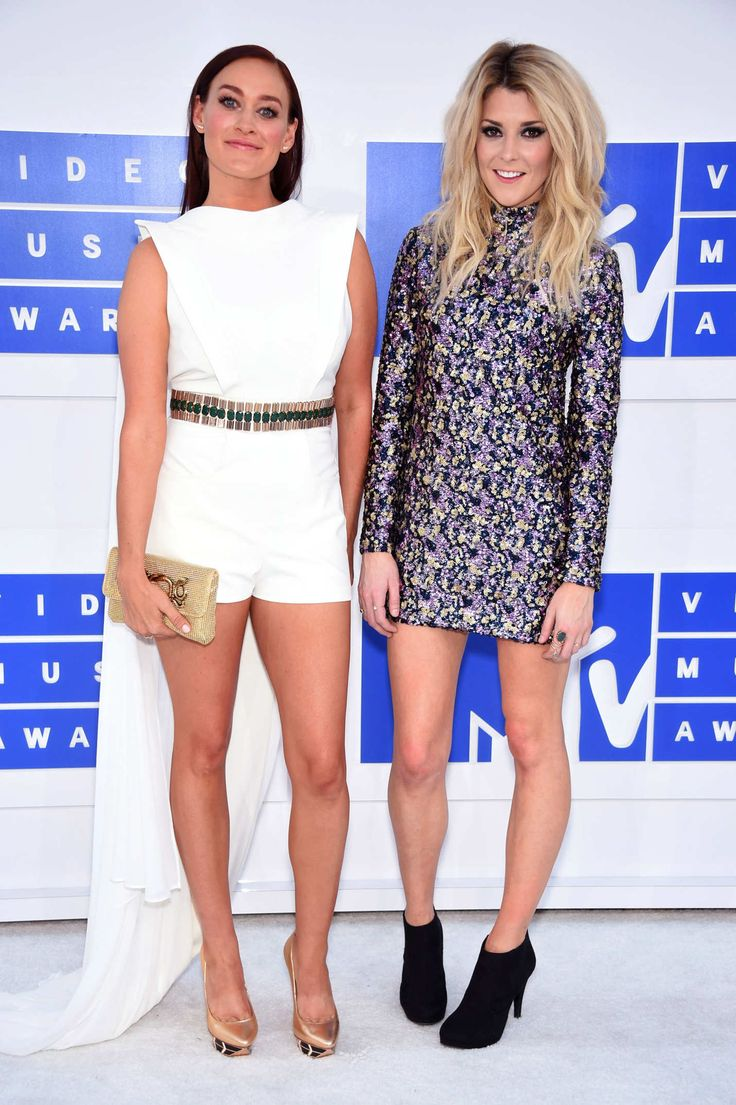Mamrie Hart and Grace Helbig   VMAs 2016