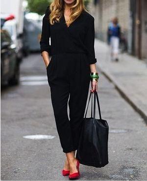 黒服に似合う赤パンプス靴着こなしコーディネート
