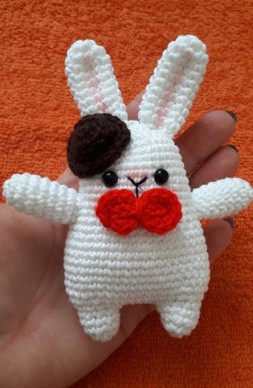 Gentleman Bunny - FREE amigurumi pattern