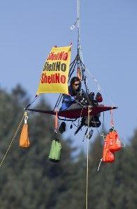 Ativistas bloqueiam ponte para impedir Shell | Brasil