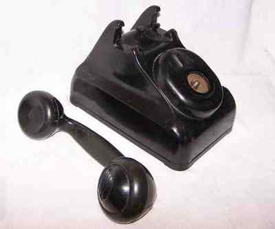 Vintage Leich Crank Desk Telephone w Unusual Handset phone