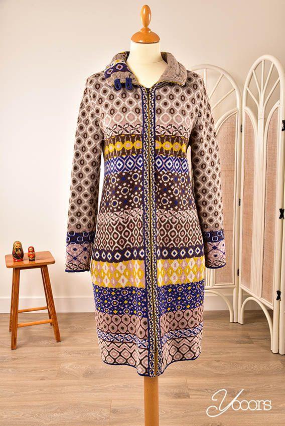 IVKO vest, maat 36/38 -- Aangeboden door yooors.nl ---- Prachtig lang beige vest met bruine, blauwe en gele accenten. Het is niet te zien dat het al eens gedragen is. Met ritssluiting en steekzakken aan beide zijden.