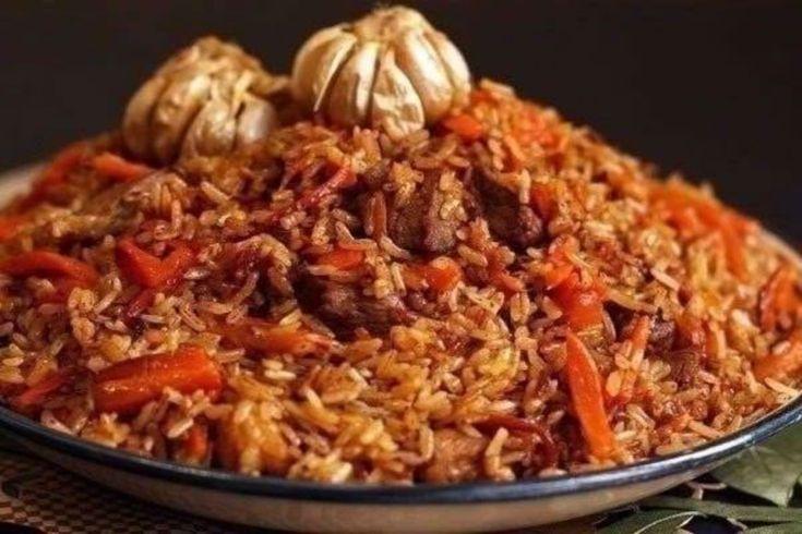 """Astăzi echipa Bucătarul.tv vă prezintă una dintre cele mai faimoase și tradiționale rețete ale bucătăriei uzbece. Pilaful uzbec este cartea de vizită a Uzbekistanului, fiind servit atât în zilele obișnuite, cât și la evenimentele mai festive. Pilaful se servește cu salată de roșii cu castraveți """"Shakarob"""". Fără această salată pilaful …"""