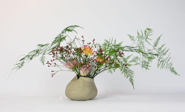 Making a arrangement with asparagus | Ikebana Beauitful http://ikebanabeautiful.com/flower-veil-arrangement-tutorial/