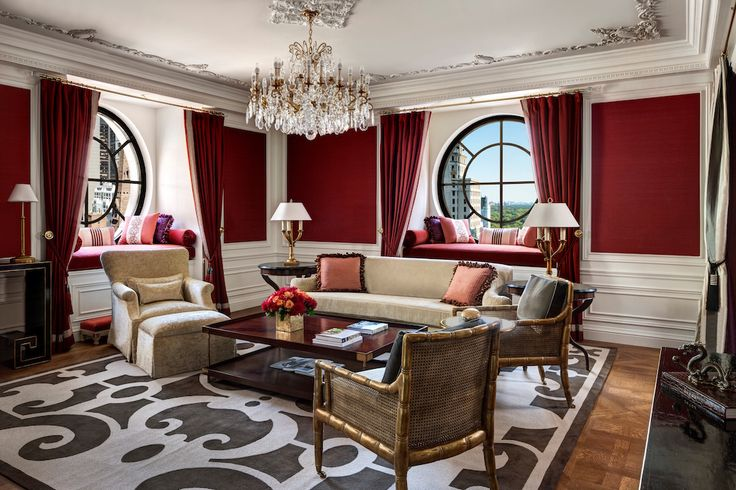 The Qatar Investment Authority is in advanced talks to buy the luxury St. Regis hotels in New York and San Francisco from Starwood Hotels & Resorts Wor