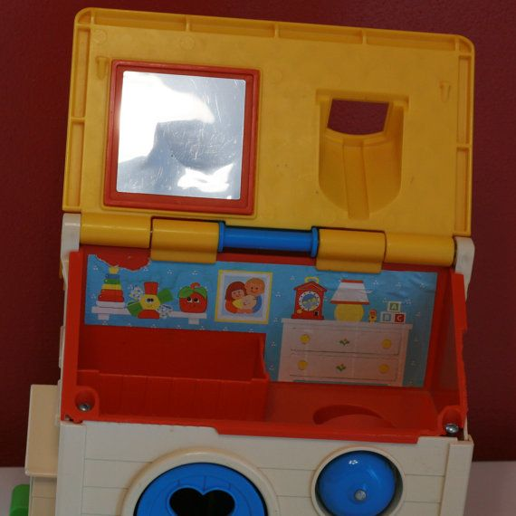 SALE Vintage 1984 Fisher Price Small Dollhouse por VintageMamaOfTwo