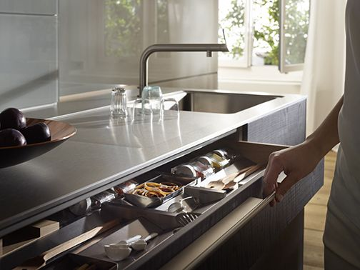 The bulthaup b3 interior system is adaptable, sensuous and truly distinct. A departure from rigid drawer systems of the past, it allows people to create and re-create their drawer organization daily if desired. www.interiorsystem.bulthaup.com #bulthaup #kitchens #modernkitchens
