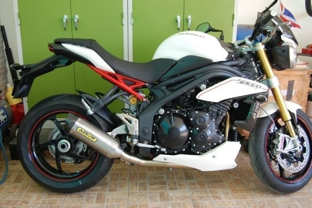 For sale, for 910,000B; Same as in NEW condition, white 2012 Triumph 1050cc Speed Triple-R, 2000km, with Chonburi 777 registration number, green book, 120,000 B worth in original Triumph accessories; 2-piece fly screen kit, belly-pan kit, 3in1 Arrow exhaust system, TPMS tire pressure sensors. Includes original 3in2 exhaust system. Price is 330,000B less than same 2013 model.