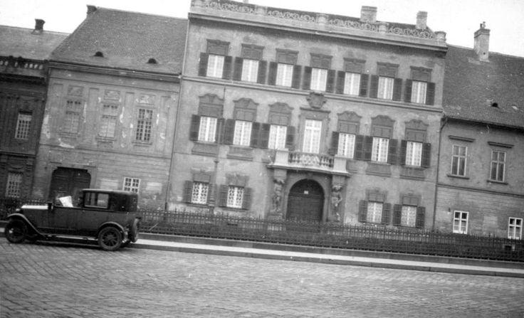 Dísz tér 12., Edelsheim-Gyulai palota.