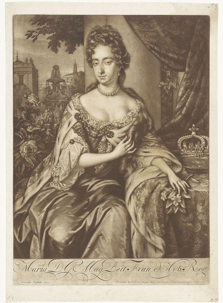 Jan Verkolje (I)   Portret van Maria II Stuart, koningin van Engeland en Schotland, Jan Verkolje (I), Nicolaes Visscher (I), Staten van Holland, 1660 - 1693   Maria II Stuart, koningin van Engeland en Schotland en echtgenote van stadhouder-koning Willem III, zit op een terras. Ze draagt een kroningsmantel en heeft bloemen in haar hand. Op een kussen naast haar de kroon en een scepter. Op de achtergrond een tuin met een fontein.
